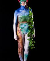 2Questions-034940-People-Bodypainting