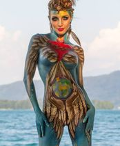 2Questions-034949-People-Bodypainting