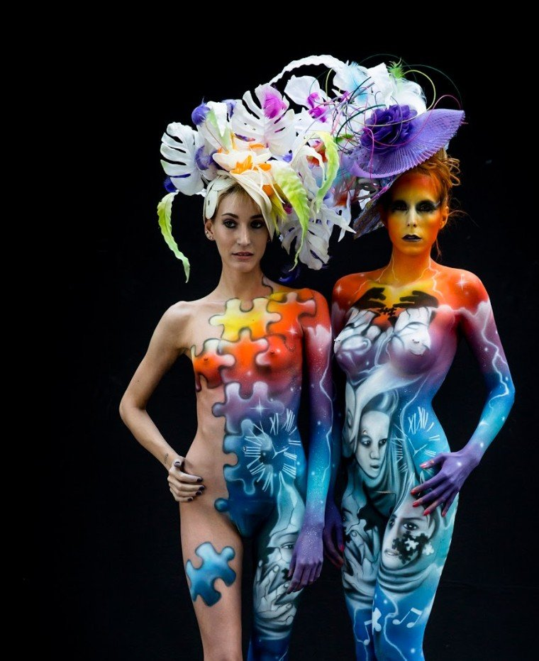 2Questions-034950-People-Bodypainting