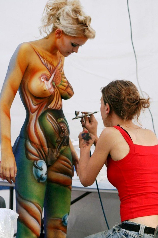 2Questions-034951-People-Bodypainting
