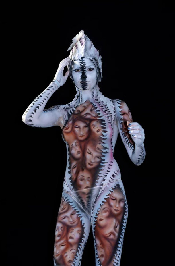 2Questions-034954-People-Bodypainting