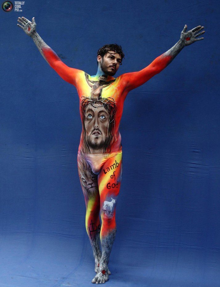 2Questions-034955-People-Bodypainting