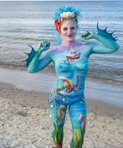 2Questions-034956-People-Bodypainting