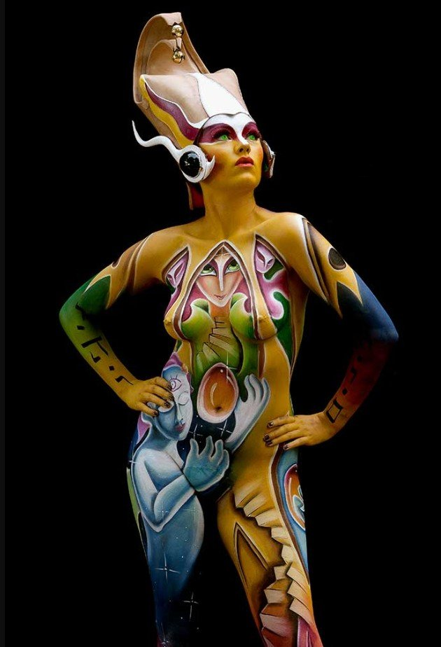 2Questions-034961-People-Bodypainting