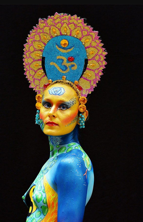 2Questions-034963-People-Bodypainting