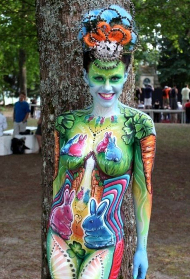 2Questions-034964-People-Bodypainting