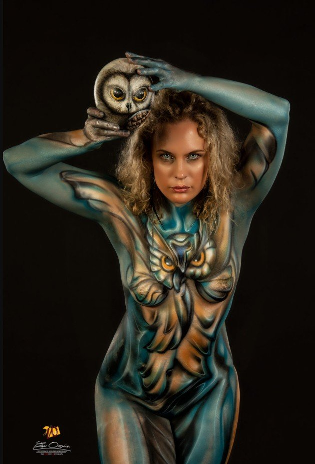 2Questions-034965-People-Bodypainting