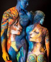 2Questions-034972-People-Bodypainting