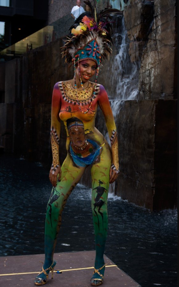 2Questions-034976-People-Bodypainting