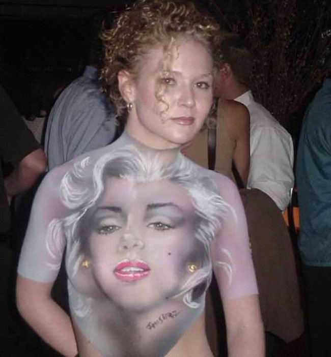 2Questions-035926-People-Bodypainting