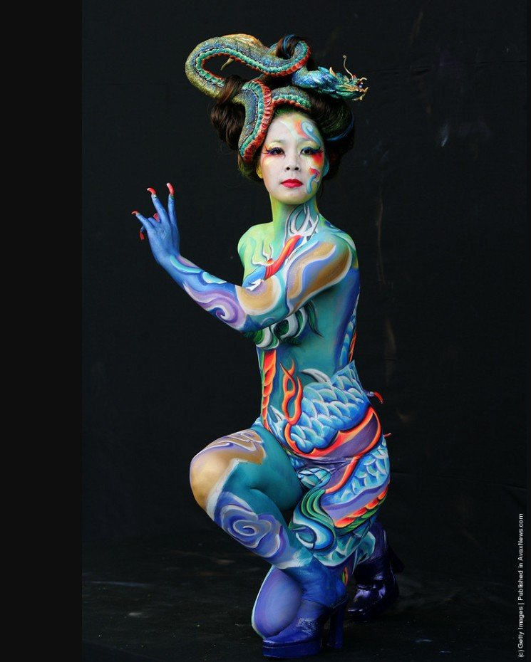 2Questions-036179-People-Bodypainting