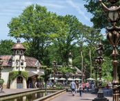 2Questions-035996-People-Efteling